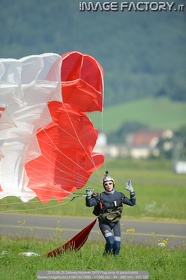 2013-06-29 Zeltweg Airpower 0476 Flag jump of parachutists
